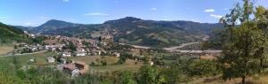 Panorama della Val ceno, con Bardi e il Castello